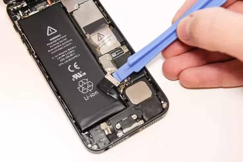 باتری داخلی یا قابل تعویض کدام یک بهتر هستند؟