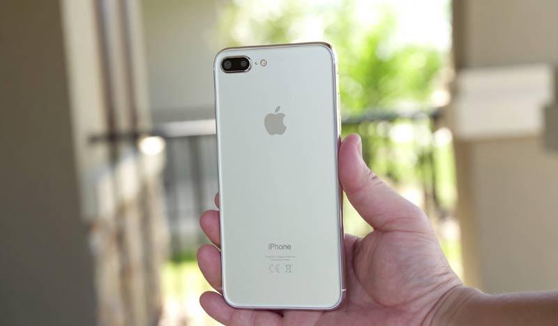 اپل آیفون 8 با شارژر بی سیم وایرلس عرضه می شود