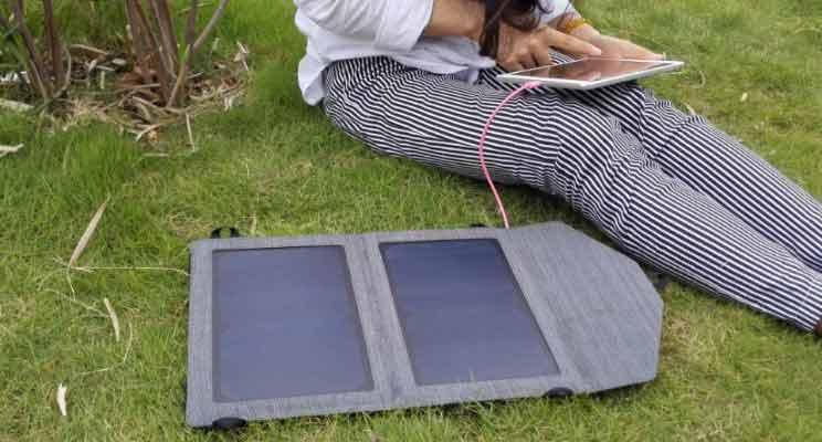 راهنمای خرید شارژر گوشی های موبایل؛ شارژر خورشیدی