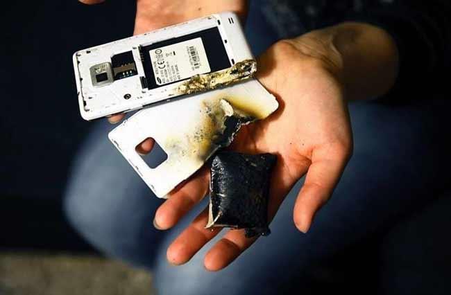 خطرات باتری باد کرده گوشی موبایل و راه حل آن