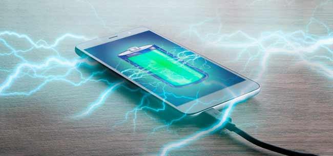 رها کردن گوشی در حال شارژ باعث باد کردن باتری می شود